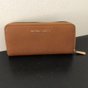 Micheal Kors brown leather wallet